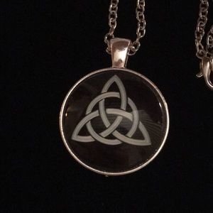 "Jewelry - Celtic Trinity Knot Necklace 18"""